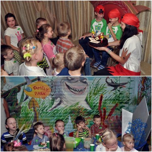 Obrazek składa się z dwóch fotografii przedstawiających dzieci i animatorkę bawiących się podczas przyjęcia urodzinowego w Pokoju Morskim. Solenizanci i animatorka przebrani są za piratów.
